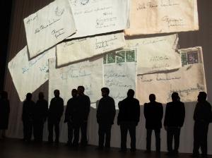 Miesten varjo kirjekuvassa